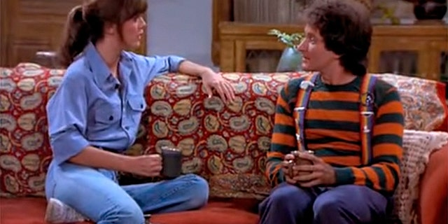 The show's producers said Robin Williams would try to make Pam Dawber blush on set.