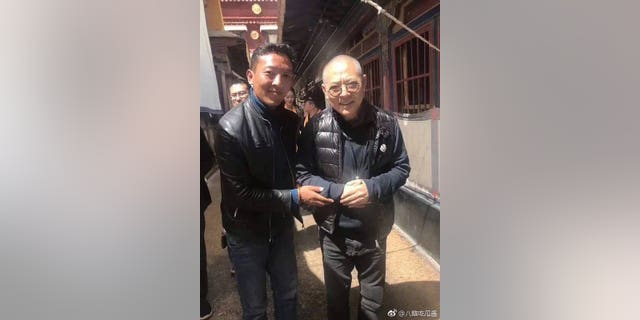 Jet Li was unrecognizable when pictured with a fan recently in Tibet.