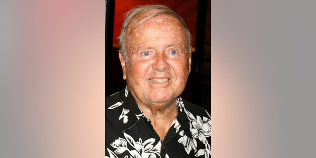 "Actor Dick Van Patten poses as he arrives as a guest at a screening for the cast and crew of the new film ""Saw IV"" in Hollywood California October 23, 2007.     REUTERS/Fred Prouser     (UNITED STATES) - RTR1V98P"