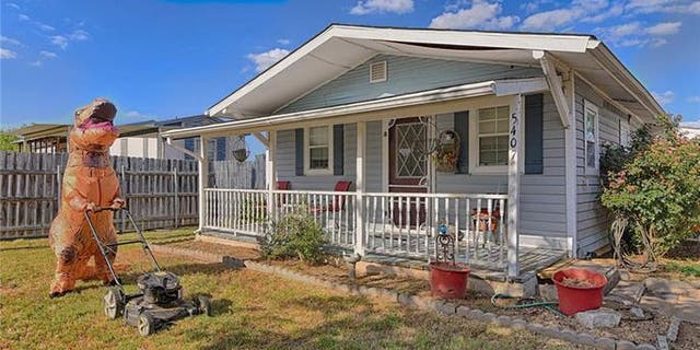 """A real estate agent selling a home in Granbury, Texas, recruited a """"dinosaur"""" to help get the listing some extra attention."""