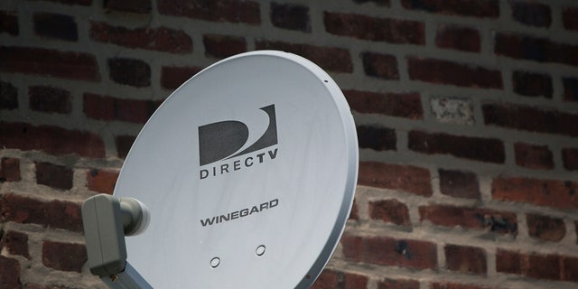 A Direct TV dish is seen outside a home in the Queens borough of New York July 29, 2013. Satellite TV provider DirecTV reported August 1, 2013 that it missed second-quarter earnings estimates as it lost more customers than expected in the United States and added fewer than expected in its Latin American unit.  REUTERS/Shannon Stapleton (UNITED STATES - Tags: BUSINESS) - RTX126Z1
