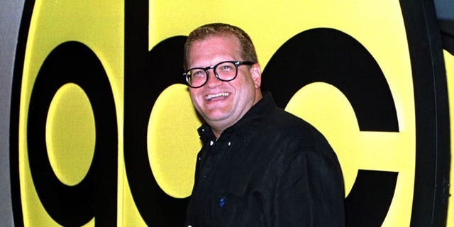 "Actor Drew Carey, star of the sitcom ""The Drew Carey Show,"" arrives at the ABC 1998 Press Tour All-Star Party in Pasadena, California July 17. The tour is a showcase for ABC's primetime lineup for the upcoming fall television season.