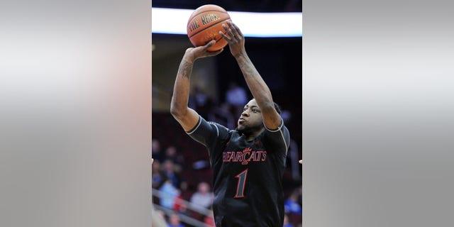 Cincinnati's Cashmere Wright shoots during the first half of an NCAA college basketball game against Seton Hall Saturday, Feb. 2, 2013, in Newark, N.J.  Cincinnati defeated Seton Hall 65-59. (AP Photo/Bill Kostroun)