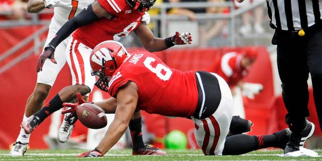 Wisconsin's Alec James recovers a fumble in front of Bowling Green's Roger Lewis during the first half of an NCAA college football game, Saturday, Sept. 20, 2014, in Madison, Wis. (AP Photo/Morry Gash)