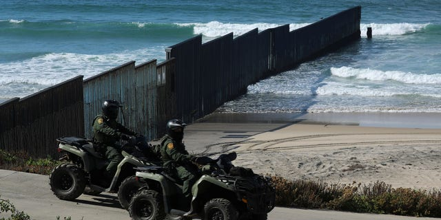 14 Mexican soldiers, one with marijuana, crossed the U.S.-Mexican border through the bridge that connects El Paso, Texas to Juarez, Mexico.