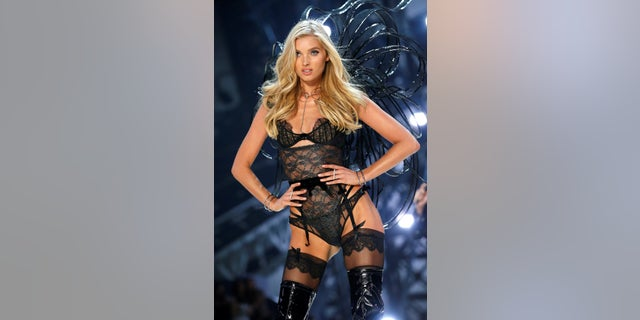The 2017 Victoria's Secret Fashion Show will feature Elsa Hosk.