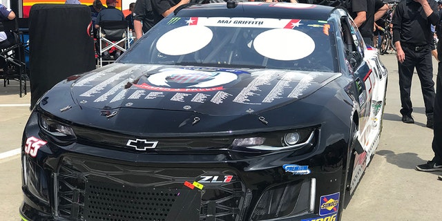 Earnhardt's car displayed the names of 617 fallen servicemembers.
