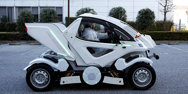 """Four Link Systems, Inc's fully electric foldable vehicle 'Earth-1' which was designed by Kunio Okawara, famous in Japan as the artist behind the long-running wildly popular robot anime """"Gundam"""", changes its form in Tokyo, Japan December 27, 2017. Picture taken December 27, 2017. REUTERS/Toru Hanai - RC175A81ED60"""