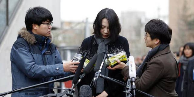 Heather Cho apologizes at news conference.