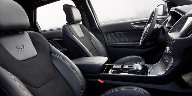 Deeply-bolstered sports seats highlight the sporty attitude of the Edge ST.
