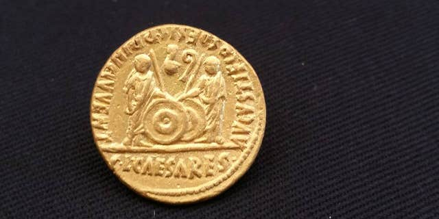 One of the gold coins dating back to the time of the Emperor Augustus (Egyptian Ministry of Antiquities)
