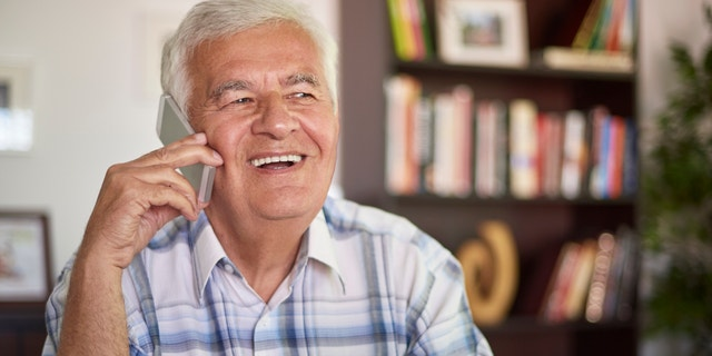 """A group of high school students in Canada have created a hotline on Friday offering positive messages or simply a joke for seniors stuck in isolation during the coronavirus pandemic.<br data-cke-eol=""""1"""">"""