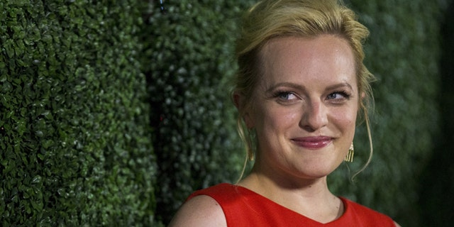 """Cast member Elisabeth Moss poses at an industry screening of """"Truth"""" in Beverly Hills, California October 5, 2015. The movie opens in the U.S. on October 16.  REUTERS/Mario Anzuoni - RTS36F3"""