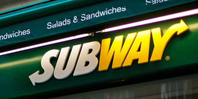 A man walks past a Subway sandwich store in central London January 22, 2014. Subway, one of the largest fast-food chains in the world, plans to open over 1,200 new stores in the UK and Ireland by 2020, creating another 13,000 jobs, it said on Wednesday. REUTERS/Andrew Winning  (BRITAIN - Tags: BUSINESS EMPLOYMENT) - RTX17PRP