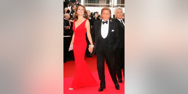 CANNES, FRANCE - MAY 16:  Designer Valentino Garavani and actress / model  Elizabeth Hurley arrive at 'My Blueberry Nights' premiere and 60th International Cannes Film Festival Opening Night on May 16, 2007 in Cannes, France.  (Photo by Pascal Le Segretain/Getty Images) *** Local Caption *** Valentino Garavani;Elizabeth Hurley