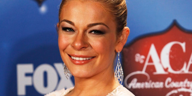 Singer Leann Rimes poses backstage during the 4th annual American Country Awards in Las Vegas, Nevada December 10, 2013.   REUTERS/Steve Marcus (UNITED STATES  - Tags: ENTERTAINMENT HEADSHOT)   - RTX16DAE