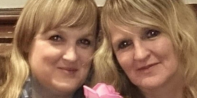 Cara Jane Farrar Peterson (left) with sister Melanie Webb (right).