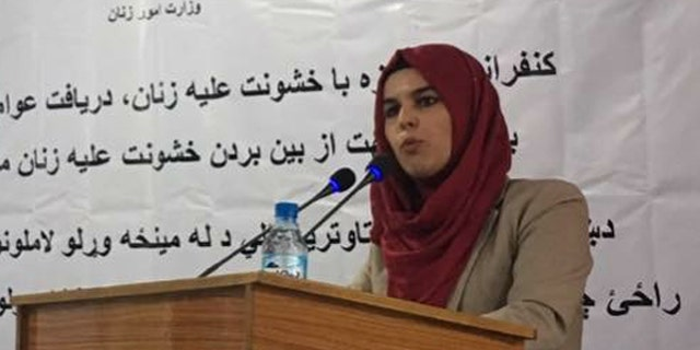 Fariha Easar speaking at a conference in Kabul