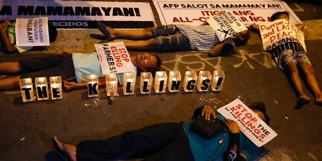 """Protesters stage a die-in in Manila against """"extrajudicial killings"""" committed under President Rodrigo Duterte's war on drugs, May 8, 2017."""