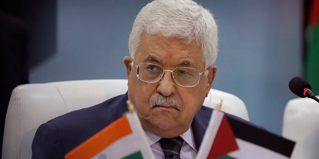 John Kerry reportedly gave advice to Palestinian Authority leader Mahmoud Abbas in peace talks.