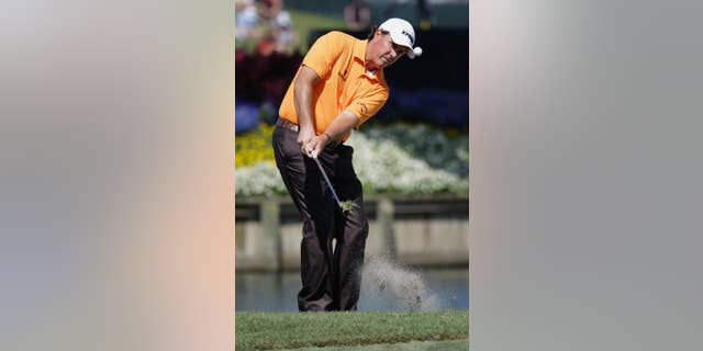 Phil Mickelson chips onto the 16th green during the first round of The Players championship golf tournament at TPC Sawgrass, Thursday, May 8, 2014, in Ponte Vedra Beach, Fla. (AP Photo/John Raoux)