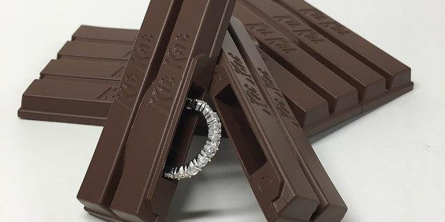The Hershey's company made a 3D replica of the iconic chocolate bar for Evan to propose with.