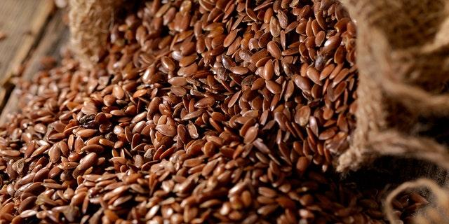 अलसी के लाभ / Health Benefits of Flax Seeds in Hindi - How ...  |Flax Seed In Hindi