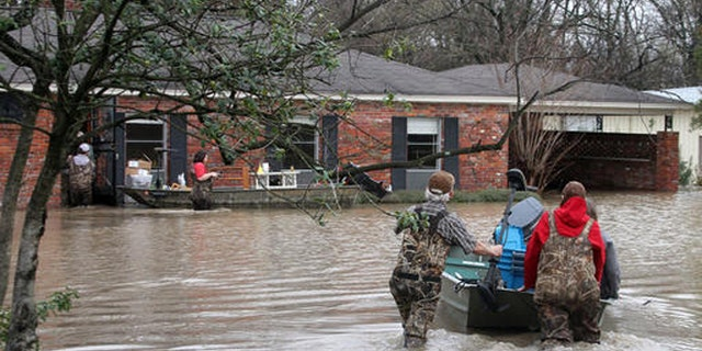 Volunteers return to a flooded house in Clarksdale, Miss., Friday, March 11, 2016. (Troy Catchings/The Clarksdale Press Register, via AP)