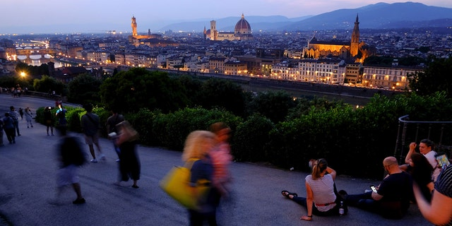 Tourists who sit down to eat on the packed streets of Florence may now be hit with a fine of up to $580.