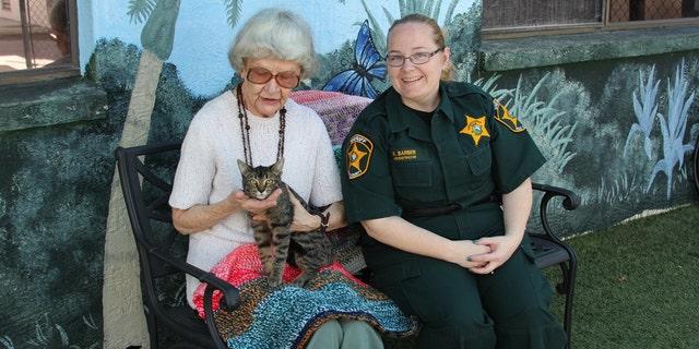 Florida woman, 90, knits small blankets for cats at animal