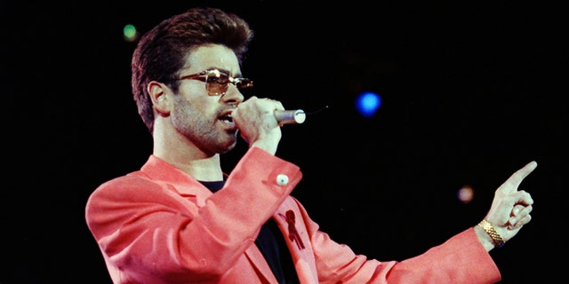 George Michael's family  are upset an emergency call about the singer's death was leaked.