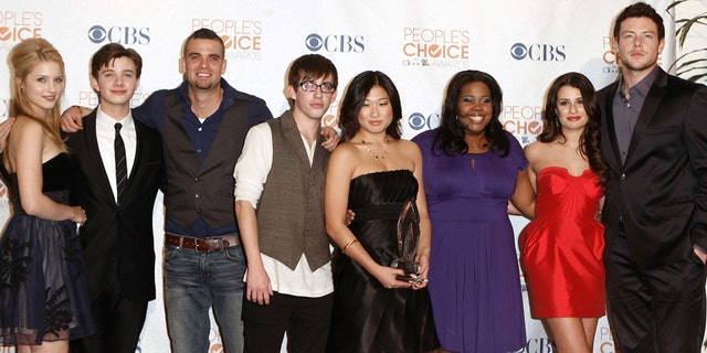 "In this Jan. 6, 2010 file photo, the cast of ""Glee,"" from left, Dianna Agron, Chris Colfer, Mark Salling, Kevin McHale, Jenna Ushkowitz, Amber Riley, Lea Michele and Cory Monteith arrives at the People's Choice Awards in Los Angeles. Salling, one of the stars of the Fox musical comedy ""Glee,"" died, Tuesday Jan. 30, 2018. He was 35. Salling's lawyer, Michael J. Proctor did not release the cause of death."
