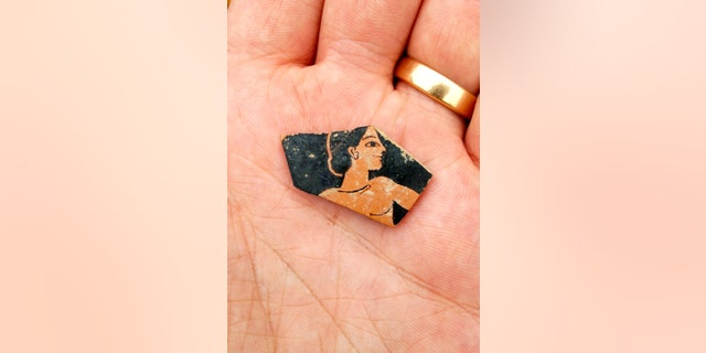 Fragment of red-figure pottery from the late 6th century BC, probably by Attic painter Paseas (SIA/EFAK/YPPOA).