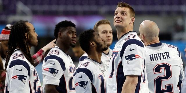 New England Patriots tight end Rob Gronkowski looks around U.S. Bank Stadium on Saturday.