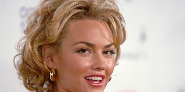 Actress and Second Amendment supporter Kelly Carlson doesn't want the White House telling her what to tweet. (Reuters)