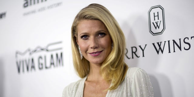 Actress Gwyneth Paltrow poses at the 2015 amfAR Inspiration Gala in Los Angeles, California October 29, 2015. amfAR's sixth annual gala benefits AIDS research. REUTERS/Mario Anzuoni - RTX1TWJP
