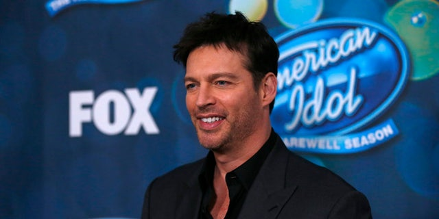"""Singer and judge Harry Connick, Jr. poses at the party for the finalists of """"American Idol XV"""" in West Hollywood, California February 25, 2016. REUTERS/Mario Anzuoni - RTX28NSH"""