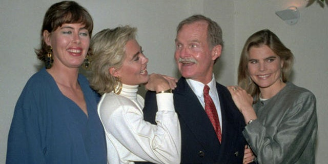 The Hemingway daughters, from left, Muffet, Margaux, and Mariel, pose with their father Jack in New York in a May 16, 1986, photo.(AP Photo/David Bookstaver)