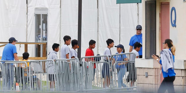 A Senate subcommittee has found that federal officials for the second time lost track of nearly 1,500 migrant children earlier this year after a government agency placed the minors in the custody of adult sponsors in communities nationwide.