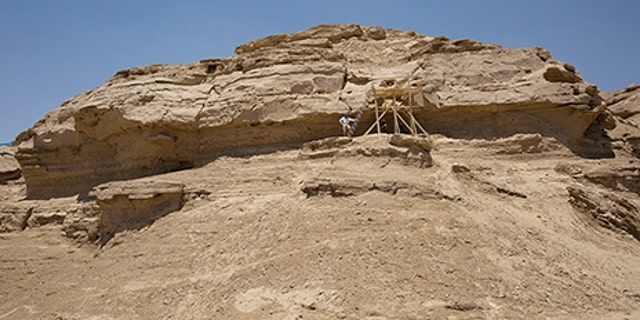 The site of the inscriptions (Alberto Urcia, Elkab Desert Survey Project)