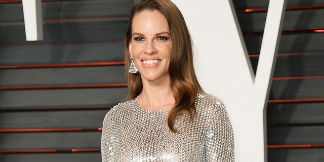 Actress Hilary Swank arrives at the Vanity Fair Oscar Party in Beverly Hills, California February 28, 2016.  REUTERS/Danny Moloshok - RTS8HW3