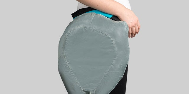 When a fall is detected, both the left and right airbag inflate covering the area from the upper hip to the mid-thigh before ground impact.