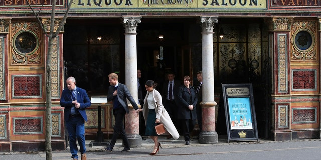 The royal couple leaves the famous Irish bar.