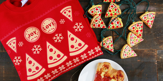 'Tis The Cheese'n Holiday Starter Packages pack all the holiday bells and whistles.