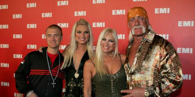 Nick, Brooke, Linda, and Hulk Hogan (L-R) arrive at the EMI Post Grammy Party in Los Angeles February 8, 2006. - RTXO8PN