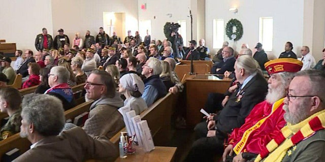 Hundreds came together to pay respects at an Indiana church to a veteran who died without a family.
