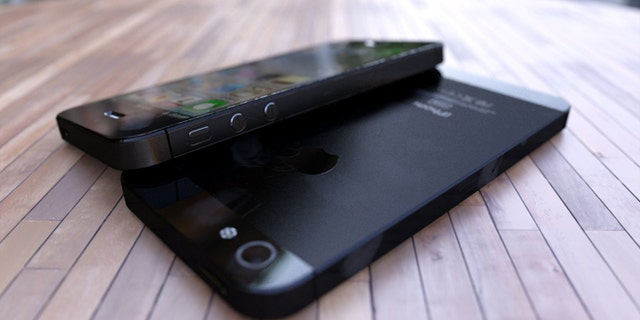 Computer renderings of one industrial designer's vision of the iPhone 5 -- based on leaked images from tech blogs -- were good enough to fool several tech blogs.