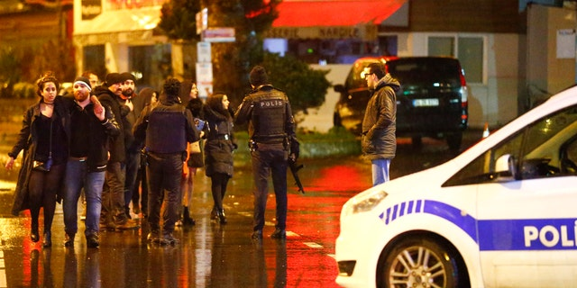 Police secure area near an Istanbul nightclub, Turkey, January 1, 2017. REUTERS/Osman Orsal - RTX2X3HP