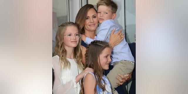 Jennifer Garner with her children.