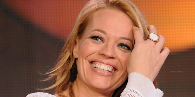 """Actress Jeri Ryan takes part in a panel discussion of ABC's series """"Body of Proof"""" during the 2013 Winter Press Tour for the Television Critics Association in Pasadena, California, January 10, 2013. REUTERS/Gus Ruelas (UNITED STATES - Tags: ENTERTAINMENT) - RTR3CAVB"""